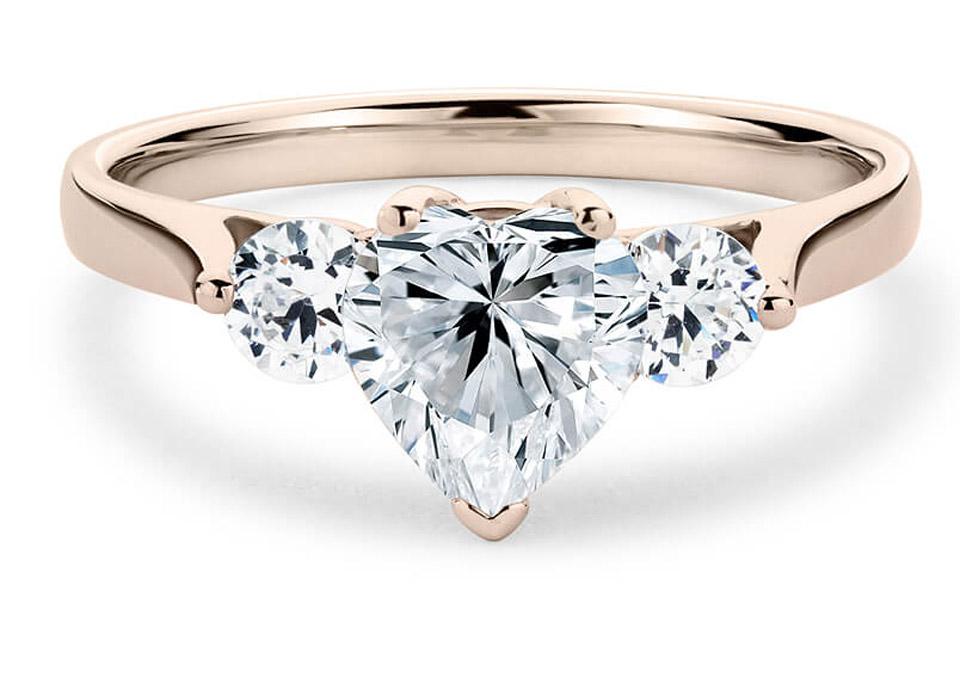 μονόπετρο δαχτυλίδι με ιδιαίτερο design d9bbc1c6caf