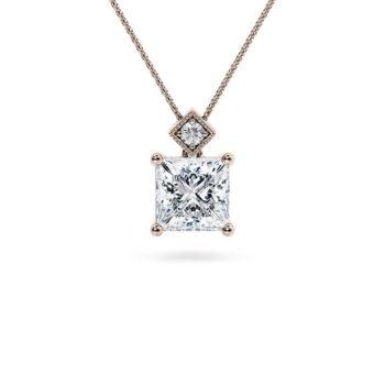 Ροζ χρυσό μονόπετρο κολιέ με princess cut υψηλής αισθητικής που θα λατρέψετε ένα ξεχωριστό δώρο κόσμημα κορυφαίας ποιότητας για να στολίζει το λαιμο σας.
